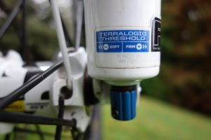 instelknop automatische lock out voorvork mountainbike